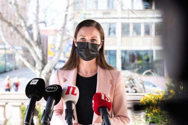 Pääministeri Sanna Marin korosti tiistaina Iltalehdelle, että hän lähtee hallituksensa puoliväliriiheen ratkaisuhakuisella asenteella.