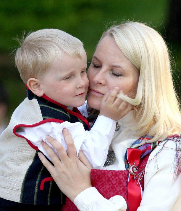 Kun Mette-Marit ja Haakon aloittivat seurustelun, Mette-Maritin Marius-poika oli puolivuotias.