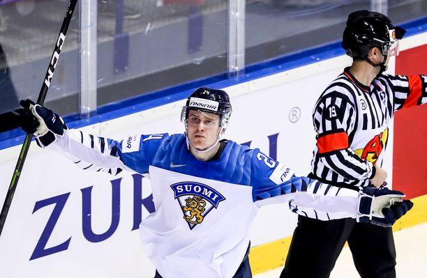 Kaapo Kakko, 18, kaatoi Slovakian hattutempullaan ja nosti kisojen maalimääränsä jo viiteen.