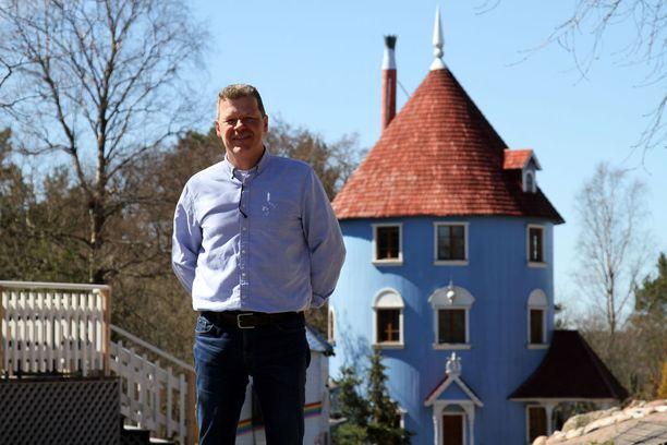 Muumimaailman toimitusjohtaja Tomi Lohikoski sanoo, että yhtiö odottaa nyt kunnan päätöstä ja seuraa tilannetta.