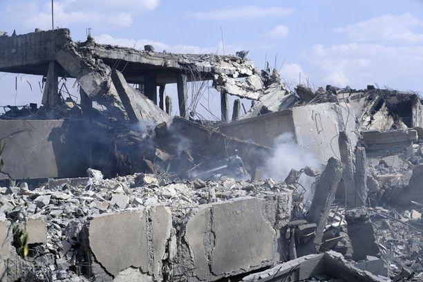 Yhdysvaltojen, Ranskan ja Iso-Britannian tekemillä iskuilla pyrittiin tuhoamaan kemiallisia aseita ja vaikeuttamaan niiden valmistamista. Syyrian Damaskoksessa sijaitseva tutkimuskeskus tuhoutui iskussa.