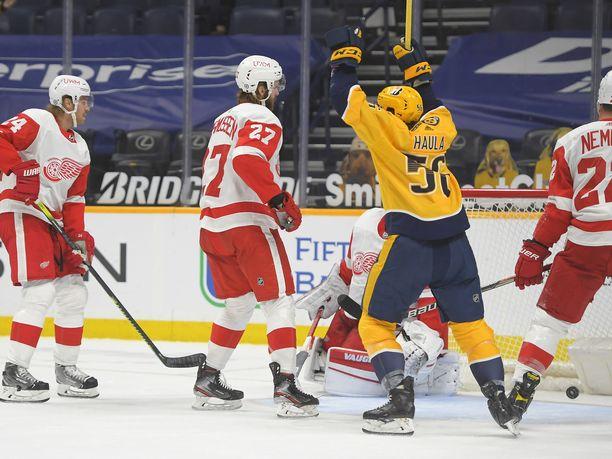 Erik Haula auttoi syötöillään Nashville Predatorsia nuijimaan Detroit Red Wingsin jäänrakoon.