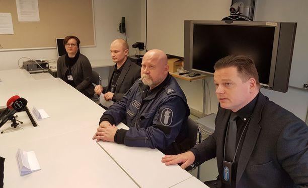 Imatralla pidettiin tiedotustilaisuus murhaepäilystä kello 14. Tilaisuuden pitivät rikoskomisario Ari Järveläinen, kenttäjohtaja ylikonstaapeli Matti Hirvonen, tutkinnanjohtaja rikoskomisario Saku Tielinen ja Imatran kaupungin hyvinvointikoordinaattori Arja Kujala.