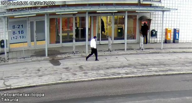 Poliisi epäilee kuvassa näkyvää miestä törkeästä varkaudesta.