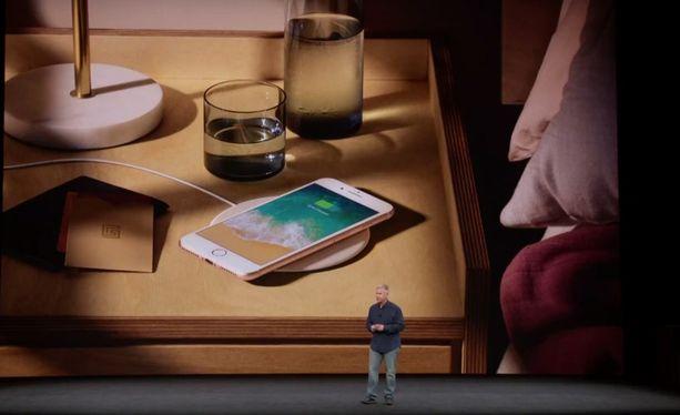 Iphone 8:aa, 8 Plussaa ja X:ää on mahdollista ladata langattomasti.