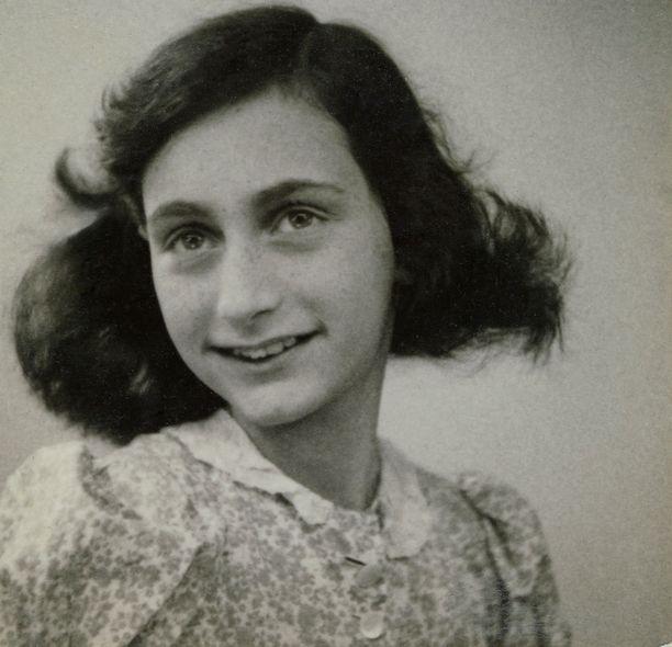 Anne Frank vuonna 1942, jolloin perhe meni piiloon.