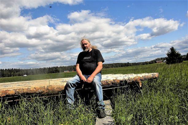 Monipuolinen Seppo Kalliokoski tunnetaan myös hirsirakentamisen asiantuntijana. Kuvataidepuolella hänellä on ollut näyttelyitä ulkomaillakin, muun muassa Ruotsissa, Venäjällä, Sloveniassa ja Unkarissa.