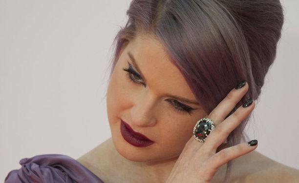 Kellyn hankki vuoden 2012 Emmy-gaalaan 250 000 dollaria maksaneet kynnet.