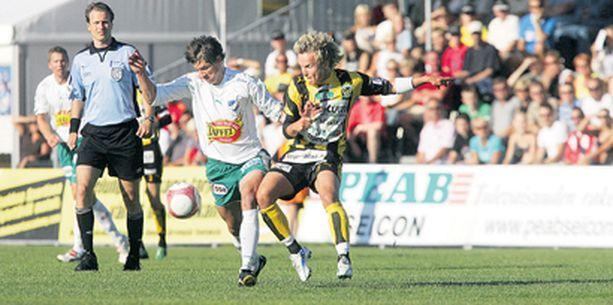 Hongan avausmaalin ampunut John Weckström oli joukkueensa yritteliäimpiä pelaajia ja alituinen riesa maarianhaminalaisille.