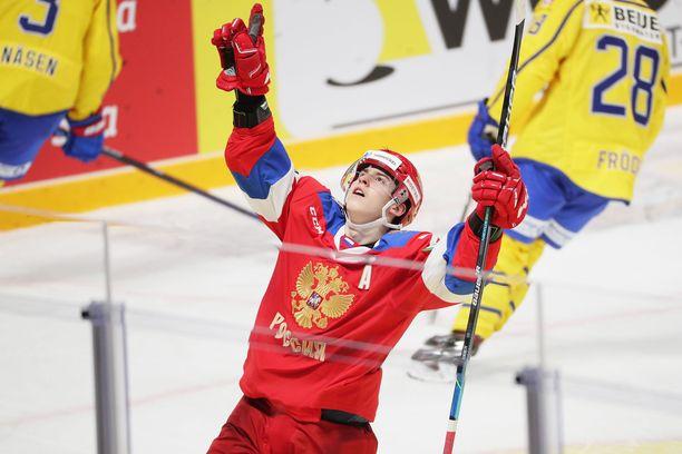 Venäjän nuorten maajoukkue voitti marraskuussa Karjala-turnauksen. Salavat Julajev Ufan KHL-hyökkääjä Rodion Amirov teki kolmessa ottelussa yhtä monta maalia.