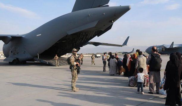 Ylen tietojen mukaan Suomi lopettaa evakuoinnit Kabulista perjantaina.