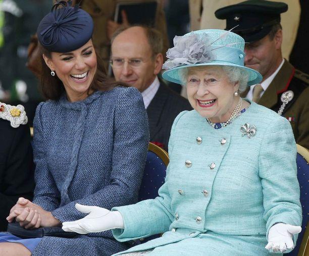 Vuonna 2012 ruhtinatar Catherine oli vastaavanlaisessa tilanteessa. Hän näyttää paljon luontevammalta.