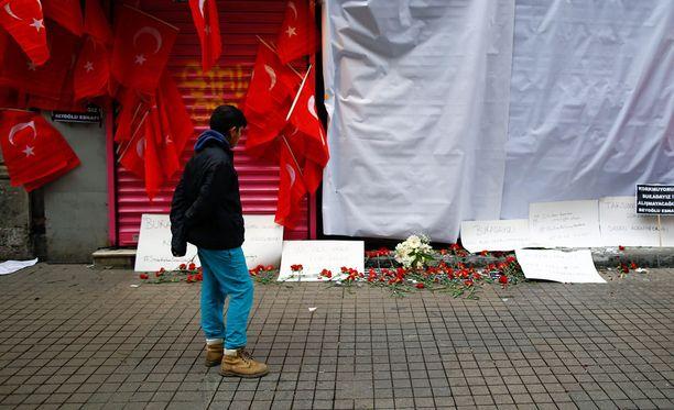 Itsemurhapommittaja iski eilen vilkkalla ostoskadulla Istanbulissa.