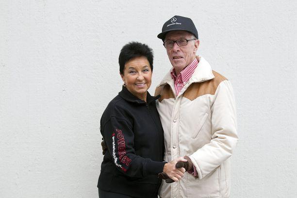 Aviomies Kurt Sjödin sai vaimonsa innostumaan nelikymppisenä lenkkeilystä. Kuntosali-innostus sai alkunsa seitsemän vuotta myöhemmin.