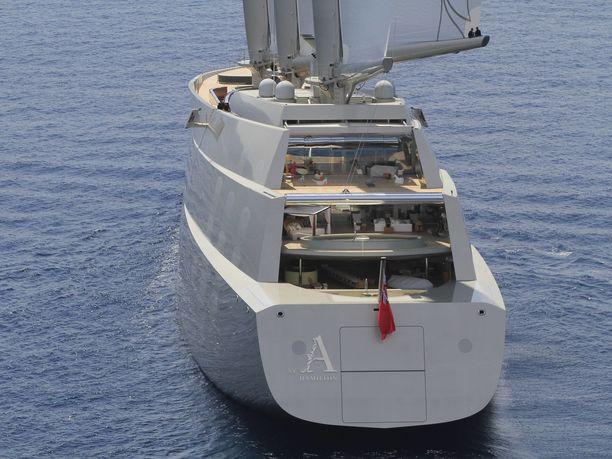 Sailing Yacht A:sta löytyy kaikkiaan kahdeksan kantta.