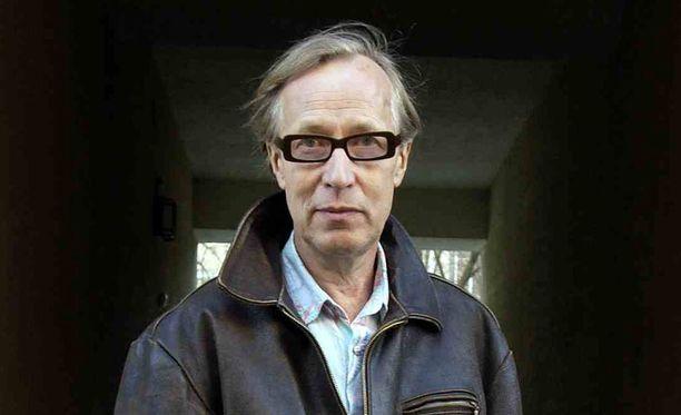 Kirjailija Kari Lempinen eli Walter de Camp on kuollut, kertoo HS.