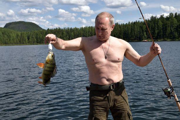 Vladimir Putin kalastamassa Tuvan tasavallassa Siperiassa elokuussa 2017.