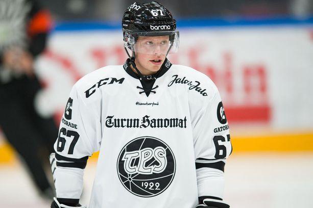 Laitahyökkääjä Lindsten sai osuman silmäänsä Jukurit-ottelussa.