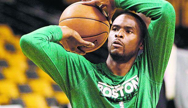 Keyon Dooling Celticsin paidassa vuonna 2012.