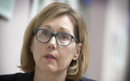 Ministeri siirsi kemian lakon alkua kahdella viikolla