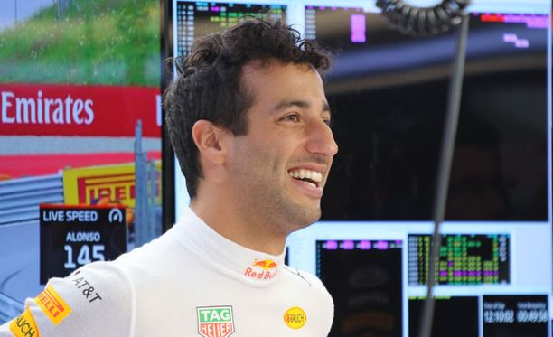 Daniel Ricciardo on jatkamssa Red Bullilla.
