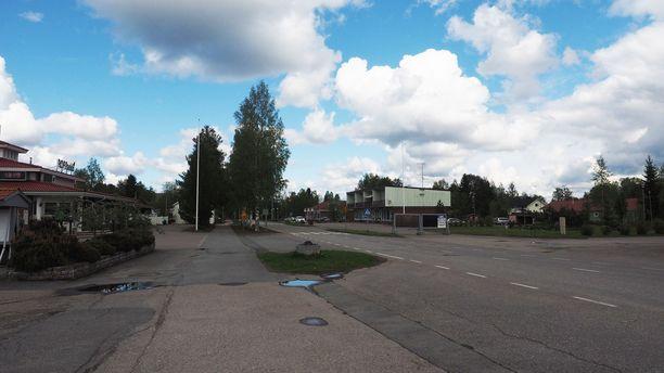 Kriisikunnaksi valahtaneen Kyyjärven keskustan kylänraitti on viikonloppuisin hiljainen.
