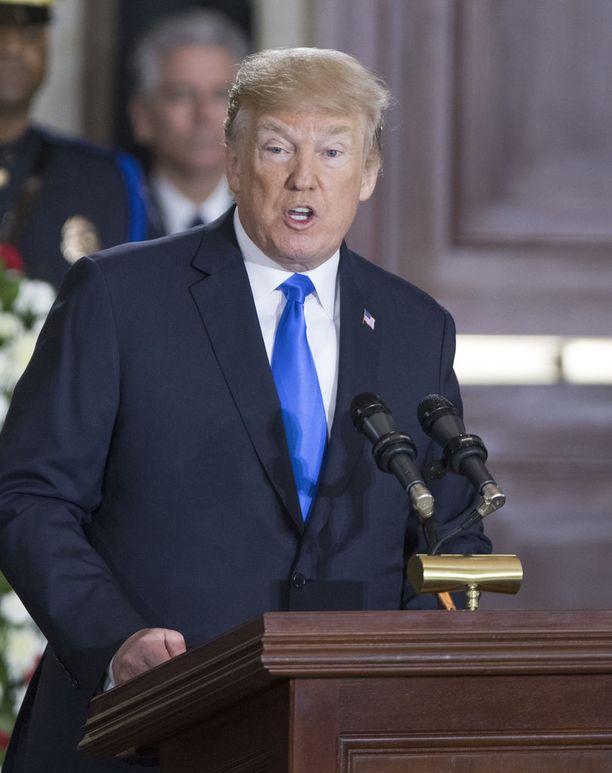 Presidentti Trump pitää kaupankäyntiä epäreiluna amerikkalaisia valmistajia kohtaan.