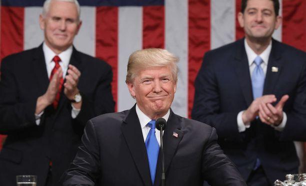 Trump puhui kongressin edessä.