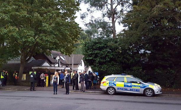 Ihmisiä evakuoitiin eläintarhasta.