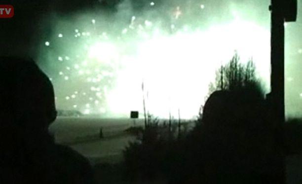 Tuurin kyläkaupan järjestämä ilotulitus näytti lähinnä suurelta valopallolta