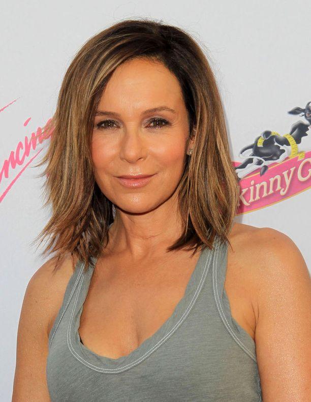 57-vuotias Jennifer Grey näyttelee tällä hetkellä uutuussarja Red Oaksissa.