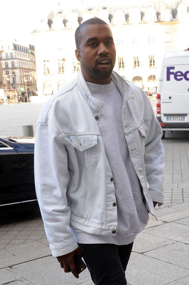 Maanantaina Kanye West nähtiin Pariisissa.