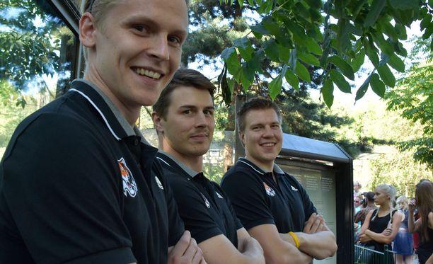 Juha Metsola (vas.), Kristian Kuusela ja Teemu Ramstedt pelaavat nyt myös Korkeasaaren hyväksi.