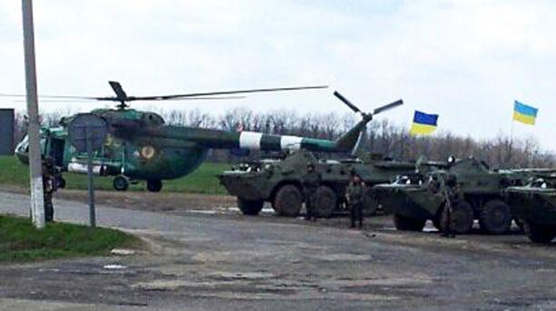 Iltalehti löysi ison joukon Ukrainan armeijan yksikköjä maantien laidasta Itä-Ukrainasta.