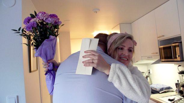 Alkuinnostuksen jälkeen Heidin ja Oskarin välit ovat vaikean oloiset eikä tunnelmaan tule ihan heti muutosta, vaikka Heidin syntymäpäiviä juhlitaankin.
