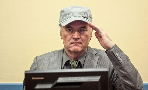 Ratko Mladić on tätä nykyä 76-vuotias mies, jolla on ollut vakavia terveysongelmia.