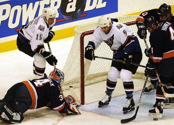 Washington Capitals jäi Joe Murphyn (9) uran viimeiseksi seuraksi. NHL-otteluja Murphylle kertyi 899 (779 runkosarjassa ja 120 pudotuspeleissä).