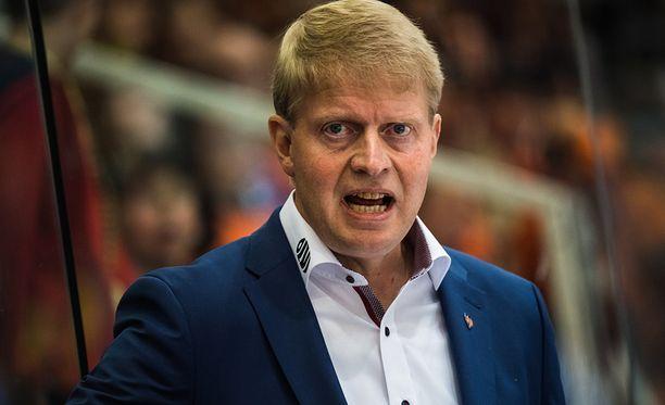 Tapparan päävalmentajalla Jukka Rautakorvella riittää mietittävää.