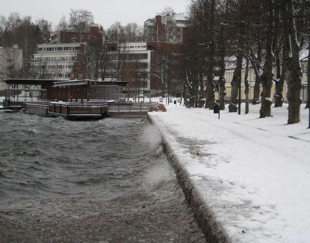Talvimyrskyn kuohuja Lappeenrannassa.
