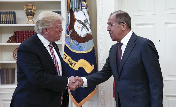 Presidentti Donald Trump paljasti salaisia tiedustelutietoja Venäjän ulkoministerille Sergei LAvroville viime viikolla.