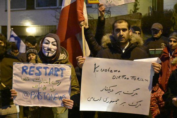 Mielenosoittajat sanovat vastustavansa Iranin koko nykyistä hallintojärjestelmää.
