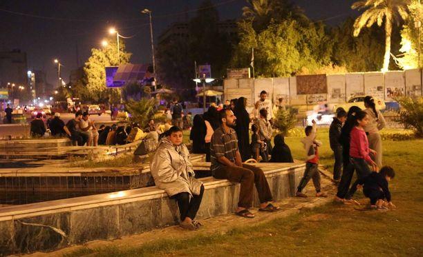 Maa järisi myös Irakin pääkaupungissa Bagdadissa, jossa ihmiset tulivat kaduille turvaan.