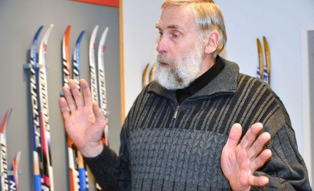Juha Mieto tyrmää Iltalehden näkemyksen, että naisten ampumahiihdon huipulle on helpompi päästä kuin naisten hiihdon.