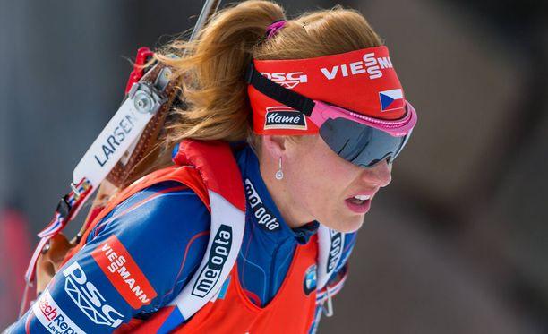 Gabriela Koukalova sai hurjan vihavyöryn niskaansa.