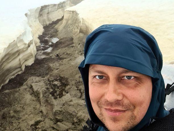 Ruotsin ja Norjan Lapissa oli vielä runsaasti lunta kesällä, kun kansanedustaja Vilhelm Junnila (ps) teki useiden satojen kilometrien vaelluksensa.