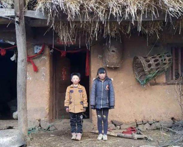Fuman asuu yhdessä isosiskonsa kanssa isoäidin luona hyvin vaatimattomissa oloissa.