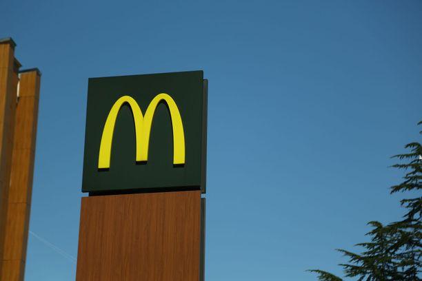 Mcdonald'sin työntekijöistä 90 prosenttia raportoi olevansa tyytyväisiä, mutta toimitusjohtaja toivoo, että luku olisi 100. Kuvituskuva.