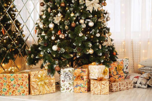 """Joulupuu-keräyksen paketeista on paljastunut melkoisia """"yllätyksiä"""". Kuvituskuva."""