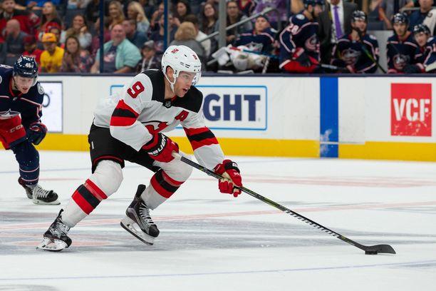 Taylor Hall aloitti kauden New Jersey Devilsissä, mutta seura kauppasi hänet Arizona Coyotesiin.