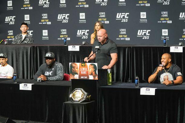 UFC 265 -tapahtuman lehdistötilaisuudessa oli Dana Whiten lisäksi mukana monta ottelijaa.